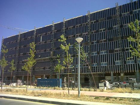 Knauf Insulation ha colacado Ultravent Black para aislar la fachada de 134 vivendas públicas en Alcorcón