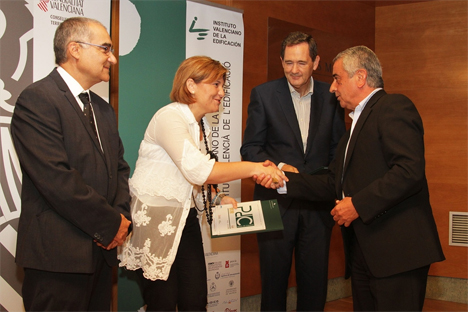 La Consellera de Infraestructuras, Territorio y Medio Ambiente, Isabel Bonig, ha entregado las certificaciones del IVE a la calidad en la edificación