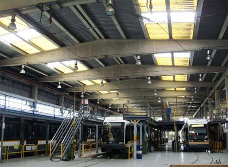 lucernarios Lledó Sunoptics en los talleres de Naranjos y los talleres Machado, interior de una de las naves