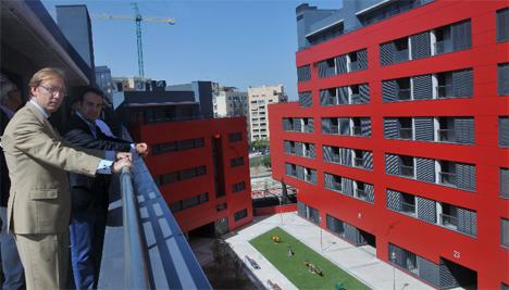 Van-Halen, Director del IVIMA, en una promoción premiada por el Consejo Superior de Colegios de Arquitectos de España por su ahorro y bajo coste de mantenimiento en Móstoles
