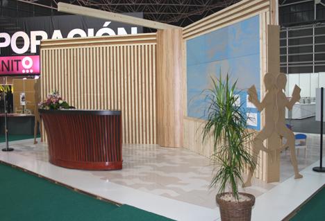 CONFEMADERA ha entregado el Premio al Mejor Proyecto de Innovación y Diseño 2012 en Feria Hábitat Valencia al Centro Público Integrado de Formación Profesional Catarroja por los prototipos de mobiliario para el hall de un hotel de playa del siglo XXI