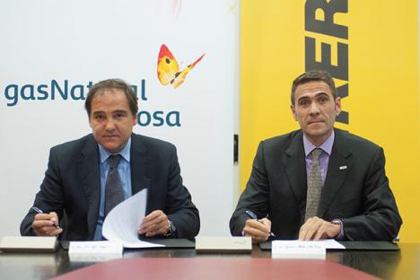 José María Gil Aizpuru, director general de Gas Natural Distribución (izq.) y José Ignacio Mestre Martínez, director general de Bosch Termotecnia en Iberia, en representación de Junkers (Grupo Bosch)