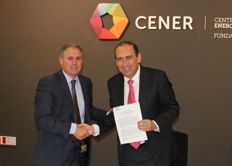 José Javier Armendáriz y Rubén Moreira en el momento de la firma del acuerdo