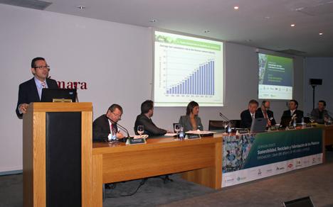 """Dimas Vallina, gerente de la Fundación CEMA participó en la jornada-debate """"Sostenibilidad, reciclado y valorización de los plásticos"""""""