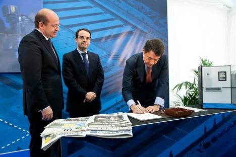Acto de colocación de la primera piedra del nuevo Centro Logístico de ThyssenKrupp en el parque tecnológico de Móstoles