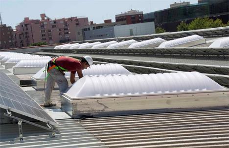 Metrovalencia ahorra un 35 por ciento de electricidad en cinco meses con los lucernarios de Naranjos y Machado