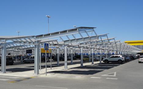 Instalción fotovoltaica en las marqueisinas del parking exterior en IKEA Jerez