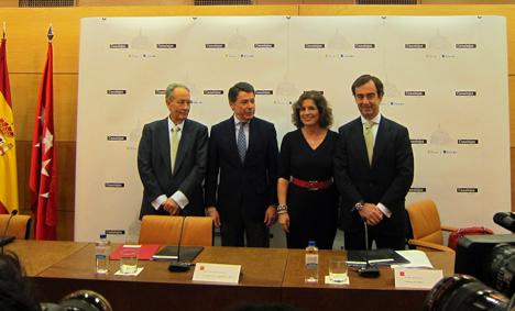 De izquierda a derecha: Juan-Miguel Villar Mir, Presidente de  de Grupo Villar Mir, Ignacio González, Presidente de la Comunidad de Madrid, Ana Botella, Alcaldesa de Madrid y Juan Villar-Mir de Fuente,  Vicepresidente de Grupo Villar Mir