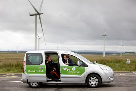Vehículo eléctrico en el parque eólico de Whitelee, Escocia / Electric vehicle at Whitelee wind farm in Scotland