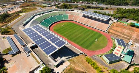 Planta solar en el estadio de fútbol de Pituaçu de 408 kWp, en Salvador de Bahía, Brasil