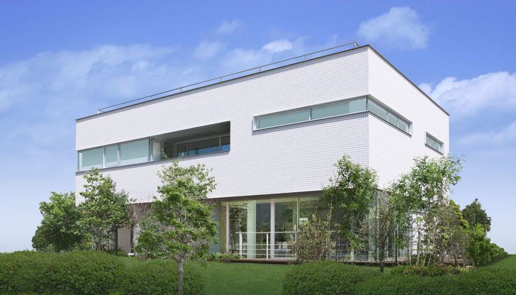 Smart House, exterior