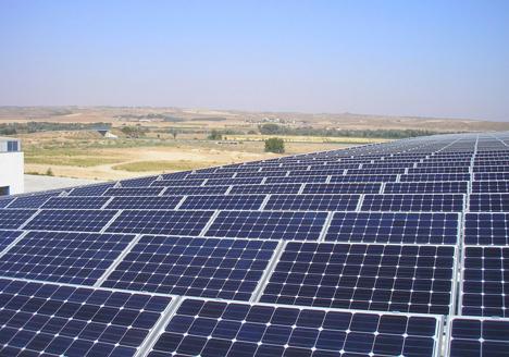 Instalación fotovoltaica en la cubierta de las instalaciones de Grupo Prilux, en un área de 7.500 m2