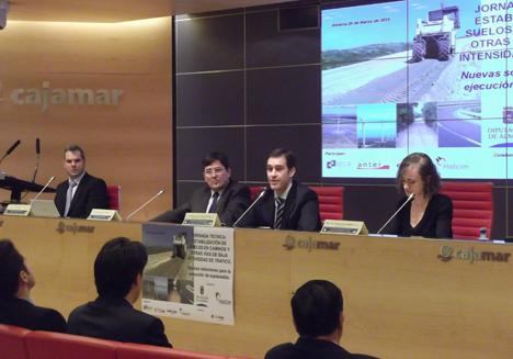 Inauguración de la Diputación de Almería y Holcim de la jornada técnica para dar a conocer nuevas soluciones para la ejecución de explanadas