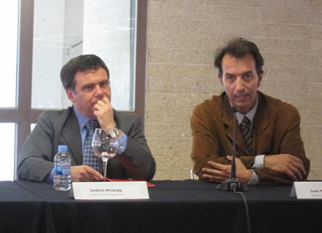 Isidoro Miranda Director General de Lafarge España y Juan Mera, Director de la Cátedra Fisac y Director de la Escuela de Arquitectura de la Universidad de Castilla-La Mancha