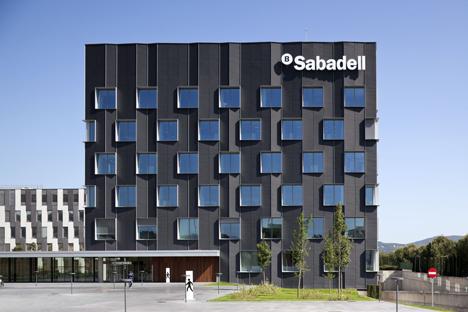 nueva sede banco sabadell construible