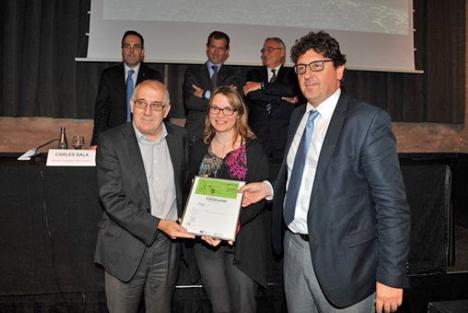 Antonio Aguado, UPM, Angels Farré, Responsable marketing PROMSA y Jordi Altet, responsable Calidad PROMSA, recogen el premio CONSTRUMAT