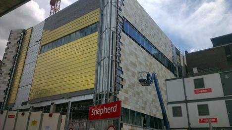 La fachada norte de la nueva ala del Depósito de la Biblioteca Central de Liverpool con  la membrana transpirable avanzada DuPont™ Tyvek®. Foto: Ben Aston, por cortesía de Shepherd Construction