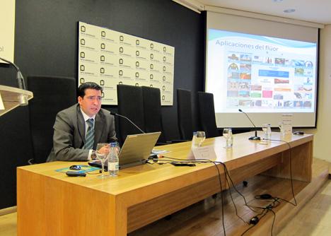 Francisco Javier Peña, Ingeniero Químico del departamento de Investigación de la empresa DERIVADOS DEL FLUOR