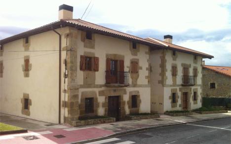Rehabilitación de dos Casas Curales en Loiu