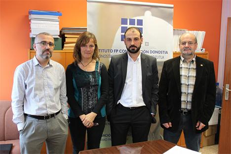 Luis Mª Sánchez, Otilia Otxoa, Josu Hernandez y Patxi Vaquerizo en la firma del acuerdo