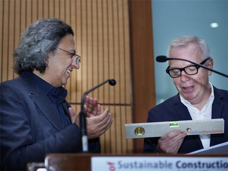 4 º Foro Holcim, Mohsen Mostafavi (a la izquierda), Decano de la Graduate School of Design de la Universidad de Harvard, EEUU, y el arquitecto Sir David Chipperfield