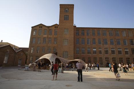 El proyecto Brick-Topia ganador del festival Eme3 se podrá ver en Fabra i Coats durante el verano