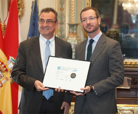 Javier Maroto, ha recogido el premio europeo Excelencia en Políticas de Ciudades para la Construcción Verde que concede el World Green Building Council (GBC) y que ha sido entregado por el representante español de este organismo, Luis Álvarez Ude