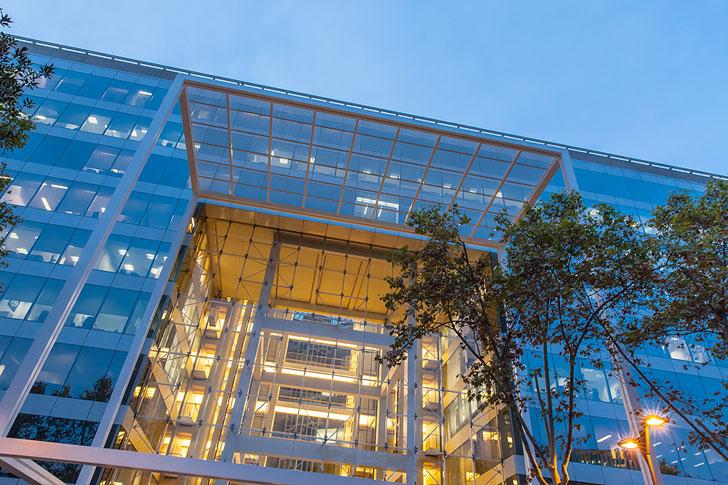Alta diagonal oficinas sostenibles que se abren a la for Oficinas gas natural madrid