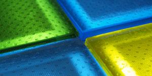 Primer suelo fotovoltaico transitable y antideslizante
