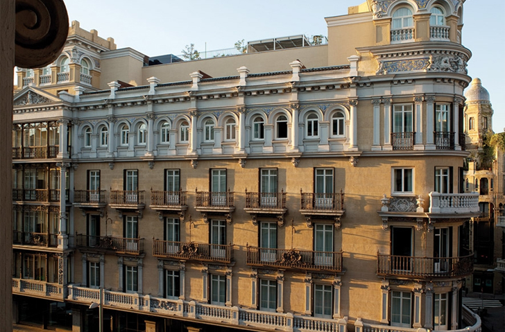 Fachada del Hotel de Las Letras en la Gran Vía de Madrid