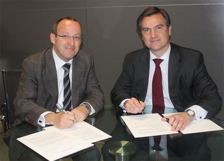 Joaquín Montenegro, Director General de Hospitales Nisa, y Juan Sanabria, Presidente de Philips Ibérica, en la firma del acuerdo.