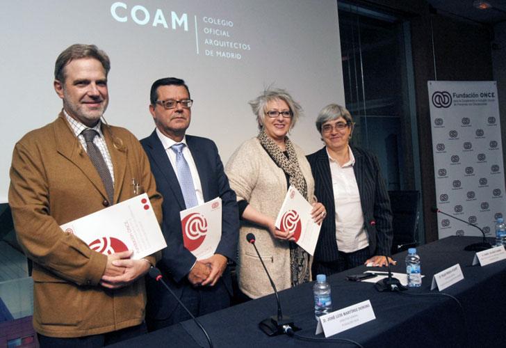 El acuerdo fue firmado por el director general de Fundación ONCE, José Luis Martínez Donoso; la secretaria general del COAM, Pilar Pereda Suquet, y el decano del COAM y presidente de la Fundación Arquitectura COAM, José Antonio Granero Ramírez.