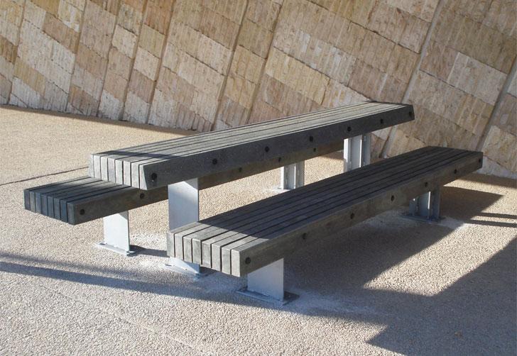 Bancos y mesa para picnic realizados en plástico reciclado