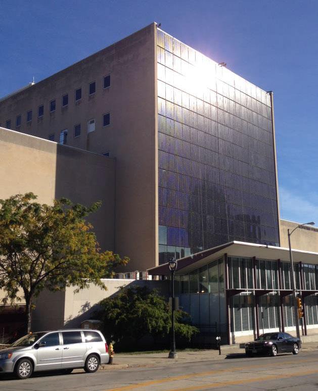 Fachada fotovoltaica en el Museo Público de Milwaukee (Wisconsin)