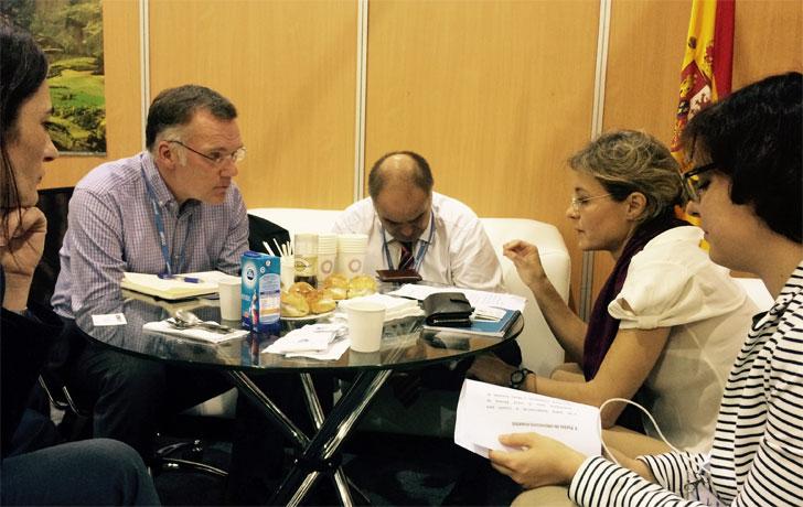 La ministra de Agricultura, Alimentación y Medio Ambiente, Isabel García Tejerina, reunida con los representantes del Fondo Verde en Lima