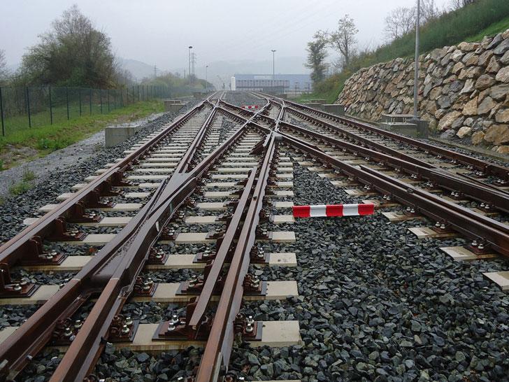 Desarrollan un nuevo material para vías de tren a partir de neumáticos