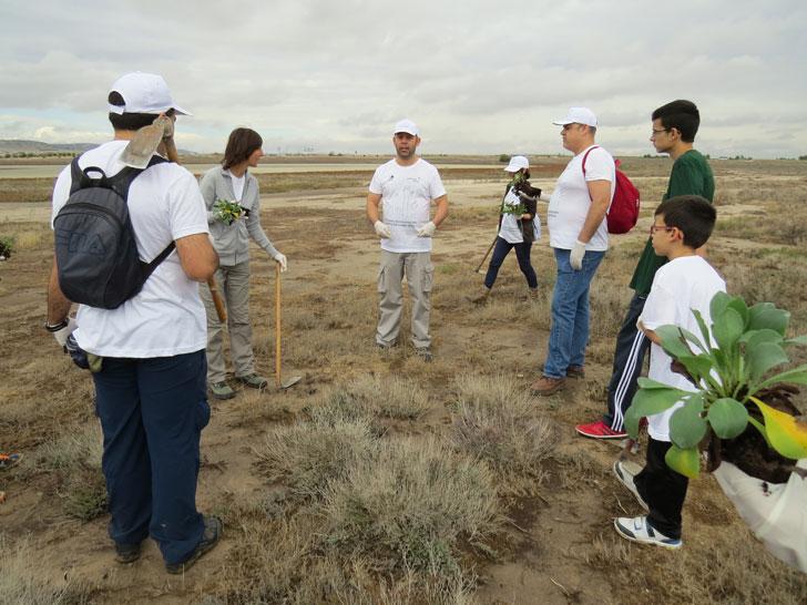 Voluntarios de Gas Natural Fenosa con el fomento de la biodiversidad en La Mancha Húmeda.