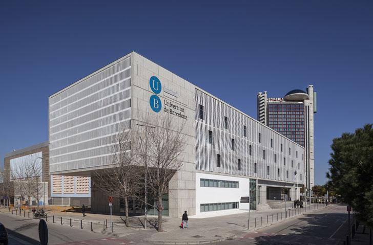 Celos as de corian en un edificio del campus de la ub en for Universidades que ofrecen arquitectura