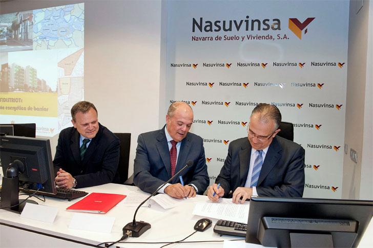 Firma del acuerdo entre Gobierno y Ayuntamiento navarros.