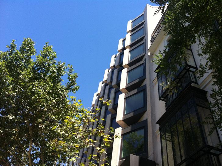 Edificio de Génova 17 rehabilitado.