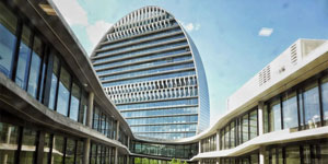 La Vela, el edificio más grande de Europa iluminado con luces LED