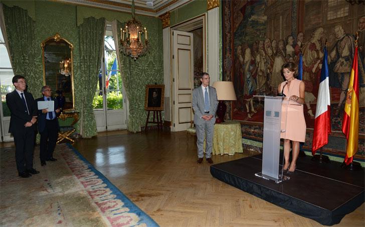 Entrega del certificado de Tejerina al embajador de Francia
