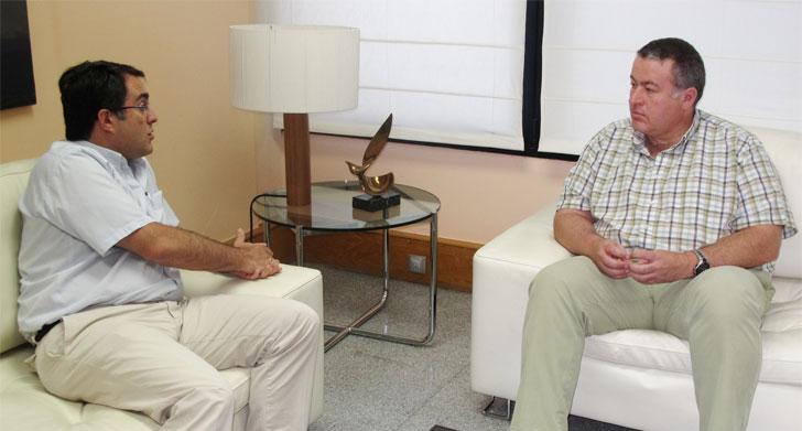 El consejero de Fomento en funciones, Francisco Bernabé, se reunió con el director del Centro Tecnológico de la Construcción.