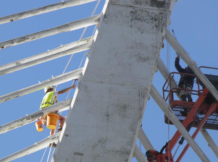 Labores de mantenimiento del Puente.