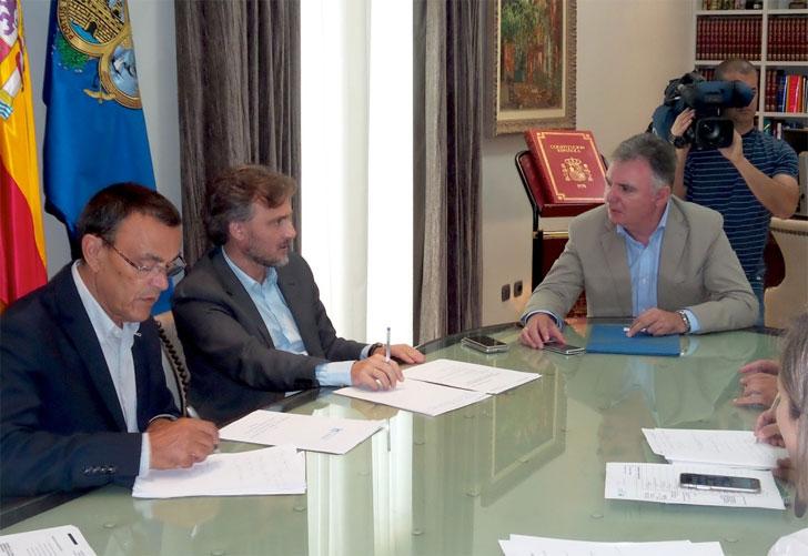 José Fiscal traslada al presidente de la Diputación del Huelva el interés de la Consejería para promocionar los espacios naturales de la provincia.