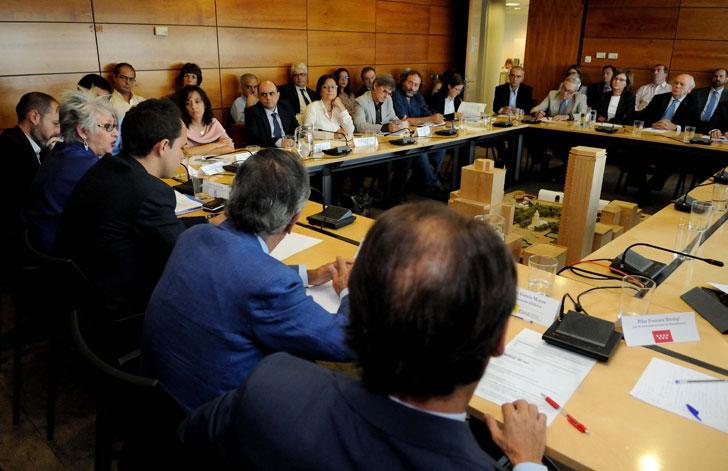 Mesa de rehabilitación del Ayuntamiento de Madrid.