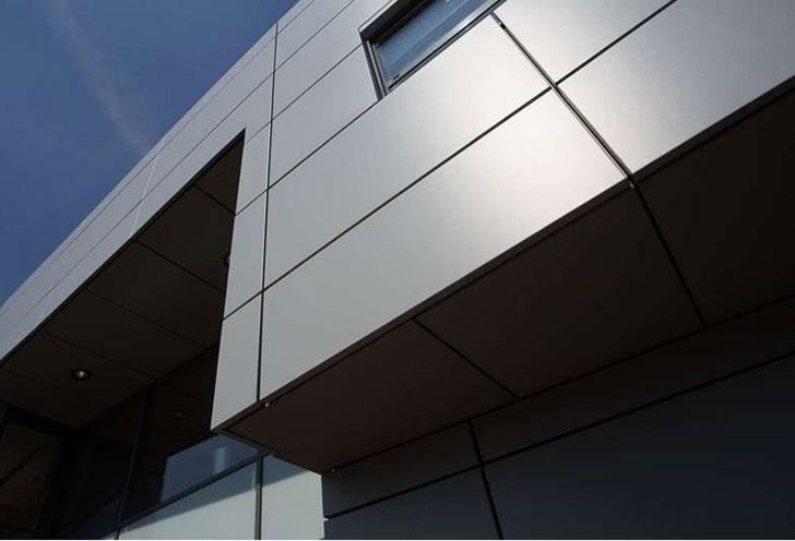 Aplicación de Renolit Reface en la fachada.