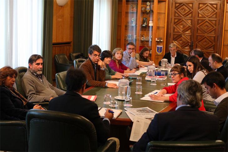 Reunión de la Sociedad Municipal de Vivienda en Zaragoza.