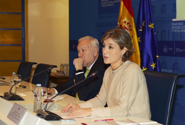 La ministra de Agricultura, Tejerina, durante su intervención.