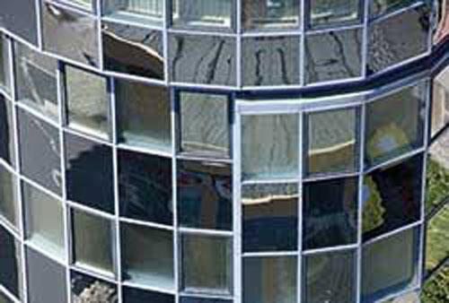Edificio con triple acristalamiento.
